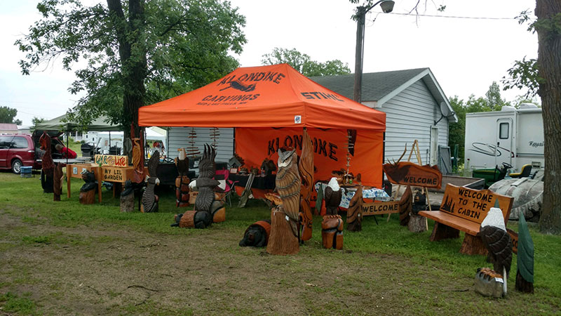 Chainsaw carver klondike carvings in red lake falls minnesota