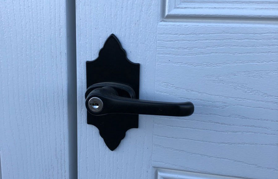 Knob on double doors