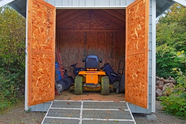 Custom Outdoor Storage Sheds : Choose from Wood, Vinyl